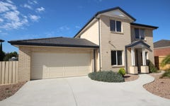 10 McQuinn Close, Lovely Banks VIC