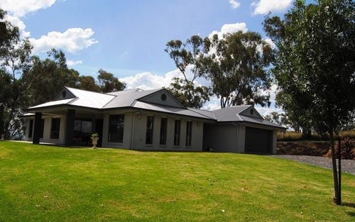 70 Caloola Drive, Woodstock NSW 2360