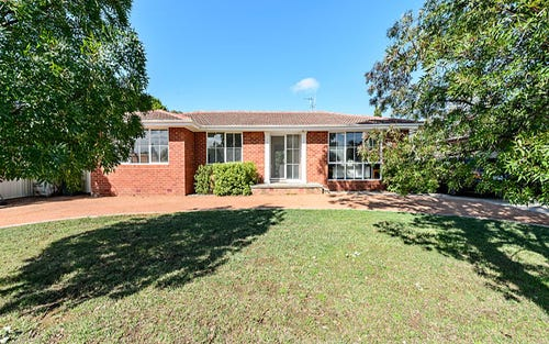 27 Stretton Crescent, Latham ACT