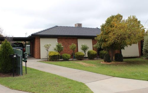 412 Leonie Ct, Lavington NSW 2641