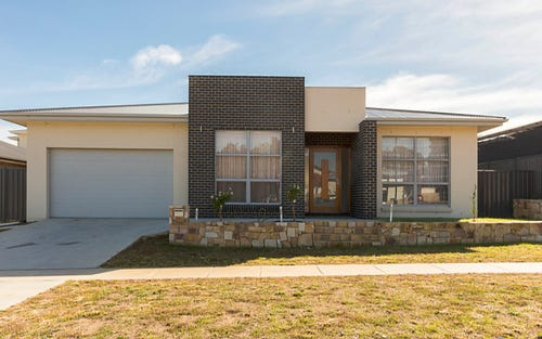 6 Cazneaux Crescent, Weston ACT 2611