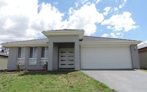 8 Wright Place, Goulburn NSW 2580