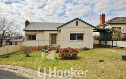 4 Moodie Place, West Bathurst NSW 2795