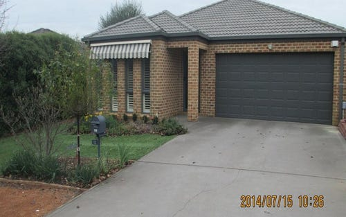 12 Betty Maloney Crescent, Banks ACT