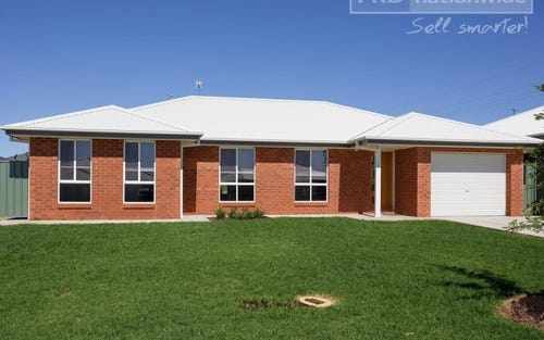 2/24 Hazelwood Drive, Forest Hill NSW 2651