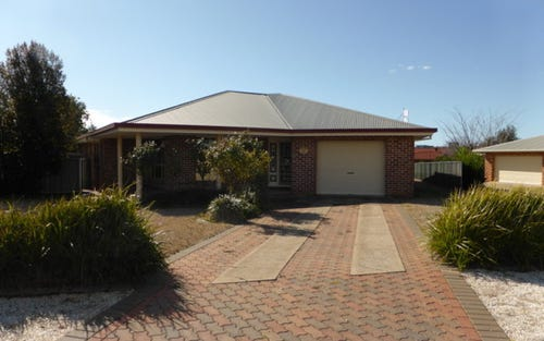 10 Christina Close, Parkes NSW 2870