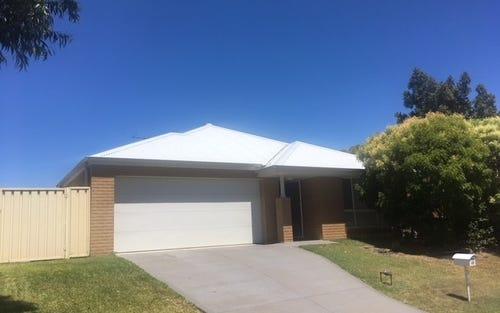 49 Ferraby Drive, Metford NSW