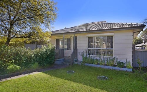 128 Parliament Rd, Macquarie Fields NSW 2564