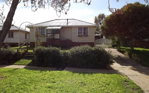 27 Gilmore Avenue, Mount Austin NSW 2650