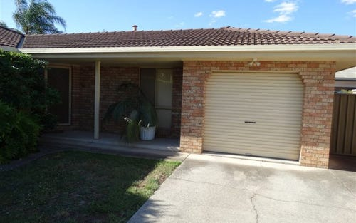 2/35 Condon Place, Lavington NSW 2641