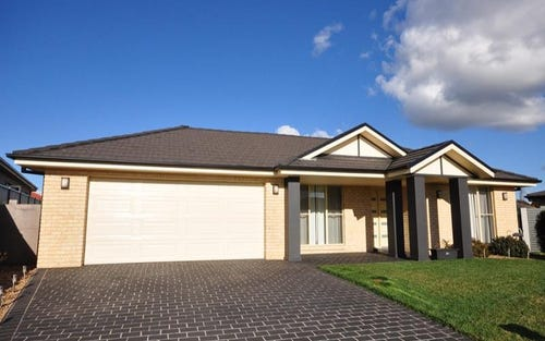 8 Brock Pl, Windera NSW 2800