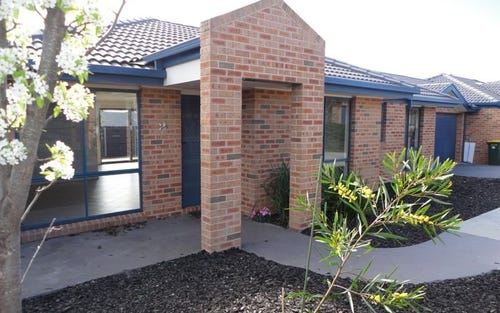2/58 Betty Maloney Crescent, Banks ACT