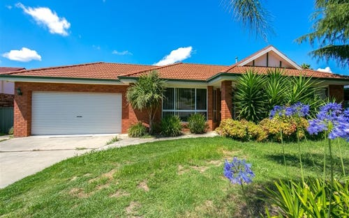 88 Crawshaw Cres, Lavington NSW 2641