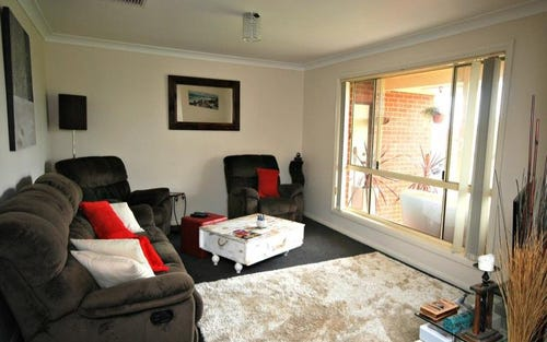 24 Paldi Crescent, Glenfield Park NSW