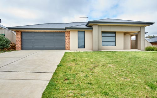 1/27 Osterley Street, Bourkelands NSW 2650