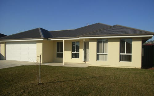 76 Robbins Drive, East Albury NSW