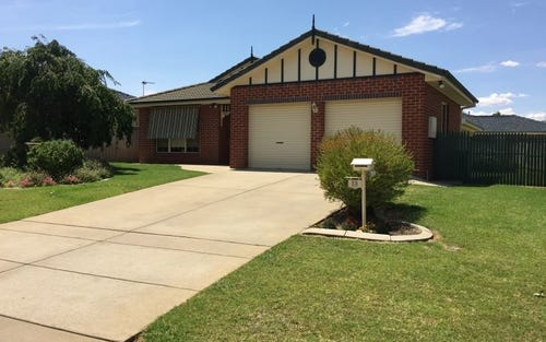 13 Lachlan Place, Tatton NSW