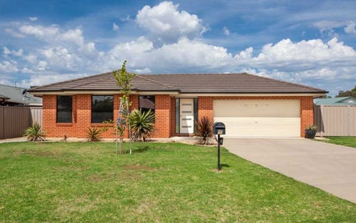 2 Rosella Place, Mount Austin NSW 2650