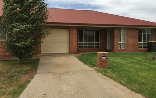 2/13 BORONIA ROAD, Leeton NSW