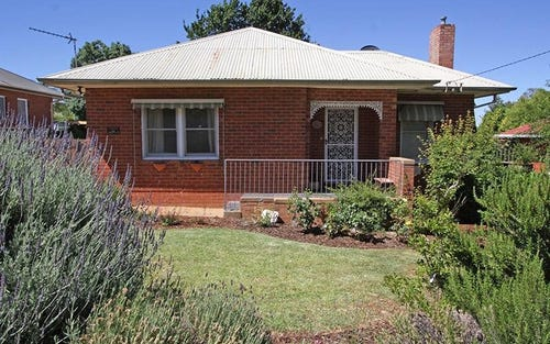32 Fernleigh Road, Mount Austin NSW 2650