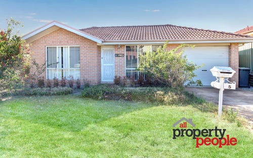 5 Norman Dunlop Crescent, Minto NSW