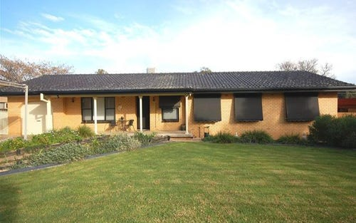 73 Balmoral Crescent, Lake Albert NSW 2650