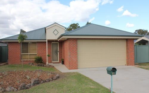 13 Emily Court, Howlong NSW 2643