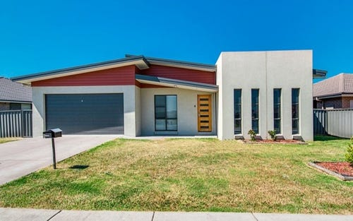 8 Niven Parade, Rutherford NSW 2320