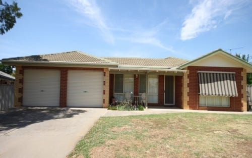 5 Larch Place, Forest Hill NSW 2651
