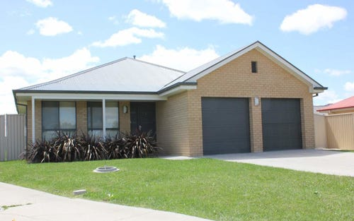 13 Willott Close, Bathurst NSW 2795