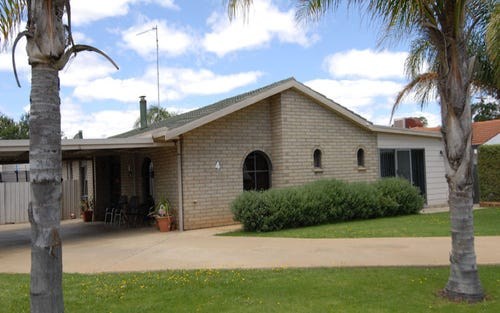 4 Greaves Crescent, Deniliquin NSW 2710