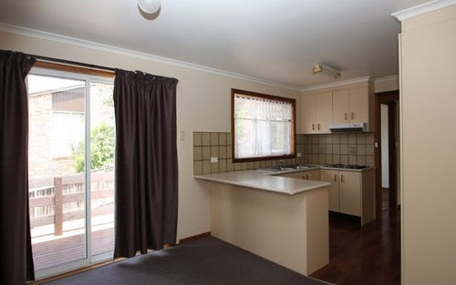 2/2 Wilgabar Way, Queanbeyan ACT