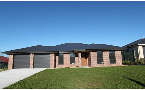 4 Blaxland Drive, Llanarth NSW 2795
