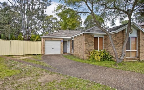 12 Dewey Place, St Helens Park NSW 2560