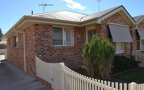 2/20 Henderson, Inverell NSW 2360