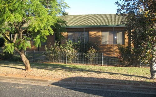 26 Russell St, Parkes NSW 2870