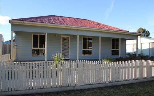 4 Margaret Street, Tenterfield NSW 2372