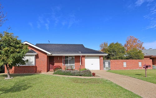 5 Coventry Place, Lake Albert NSW 2650
