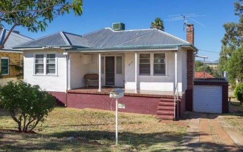 211 Carthage Street, Tamworth NSW 2340