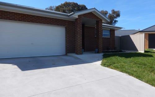 37 Chafia Place, Lavington NSW
