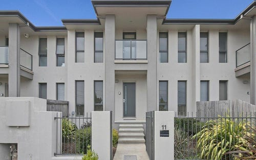 11 Lansdown Crescent, Casey ACT