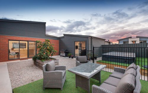 42 Cazneaux Crescent, Weston ACT 2611