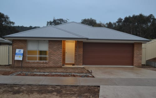 32 Royce Crescent, Lavington NSW