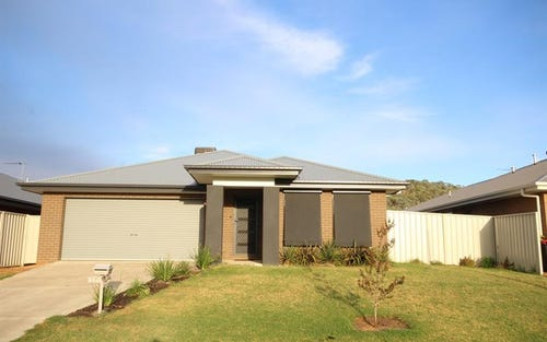 33 Hanrahan St, Lavington NSW