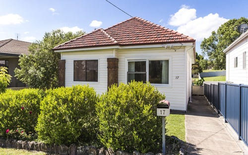 17 Eighth St, Speers Point NSW