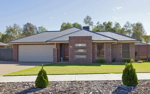 43 Corriedale Court, Thurgoona NSW 2640