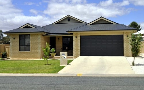 215 DEBOOS STREET, Temora NSW 2666