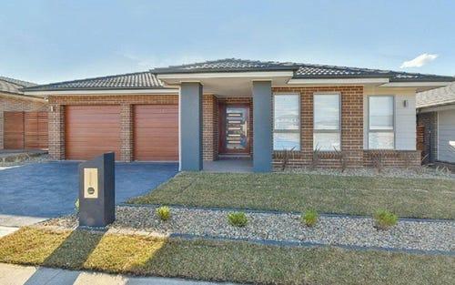 8 Finlay Street, Oran Park NSW 2570