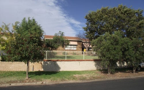 73 East Street, Parkes NSW 2870