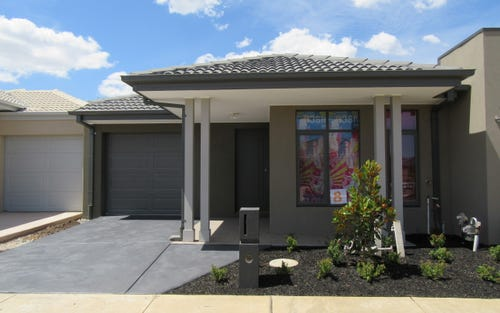 8 Cavendish Dive, Clyde North VIC